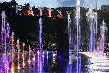 На пирс Бали Хай туристов привлекают цветными фонтанами и бесплатным Wi-Fi