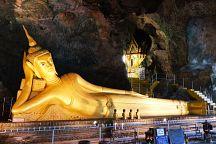 Для посетителей храма Ват Суванкуха ввели строгий дресс-код