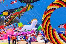 Международный фестиваль воздушных змеев начался в Хуа Хине