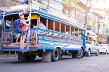 В Паттайе запретили ездить стоя на подножке в сонгтео