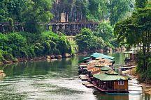 Новый плавучий рынок появился на реке Квай