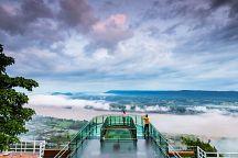 В провинции Нонгкхай туристам показывают море из облаков