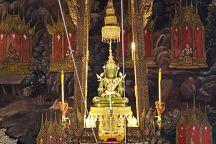 Изумрудный Будда в Бангкоке сменит наряд