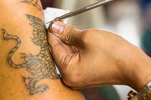 Таиланд вводит новые требования к мастерам татуировки и пирсинга